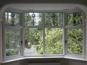 Vertical hardwood bay window