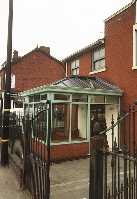 Livin Roof Conservatories In Cheshire Reddish Joinery